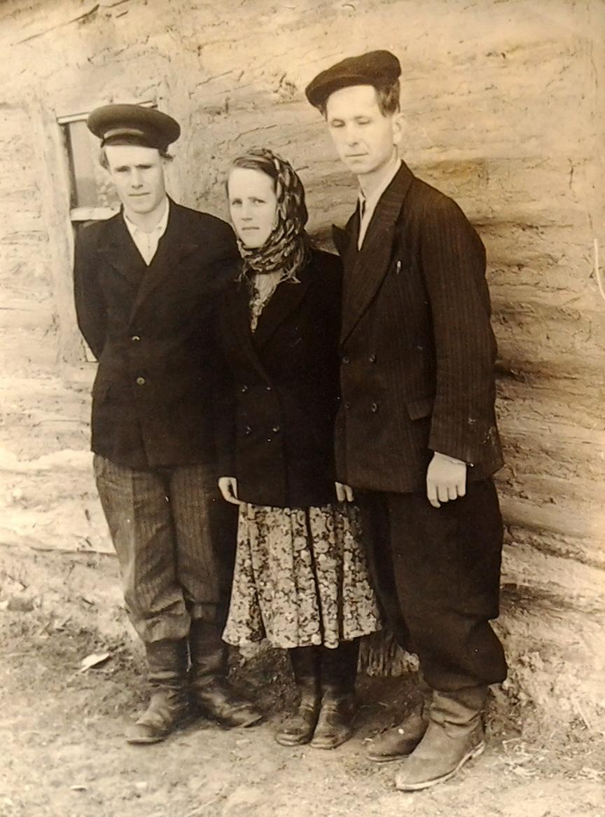 Зинаида Степановна Ерошина с братом Виктором и мужем