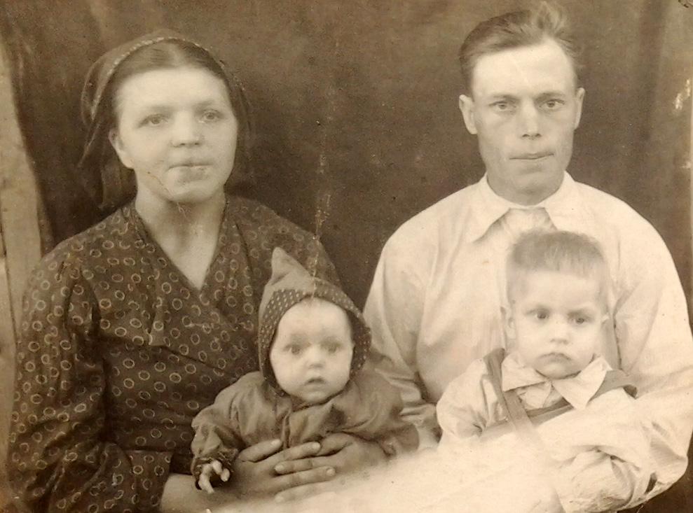 Кузьма Степанович Ерошин с семьей